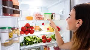 Diversos alimentos refrigerados en casa.